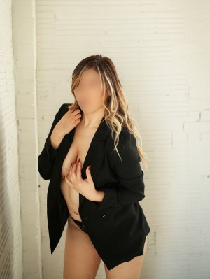Nahyla escort girl