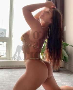 Camylia escort girl in Charlottesville